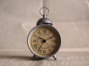 Nakręcać zegar