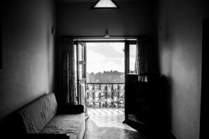 Spadać z balkonu