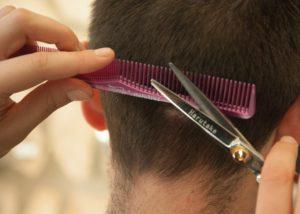 Obcinać włosy