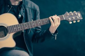 Grać na instrumencie